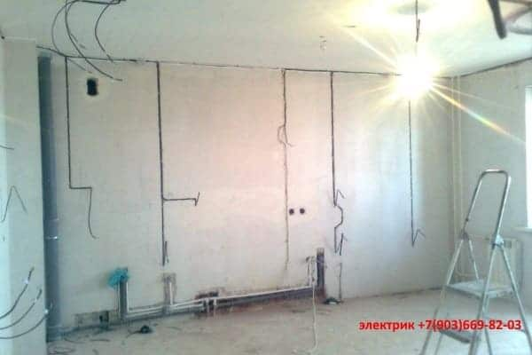 zamena-provodki-v-panelnom-dome-po-starim-kanalam